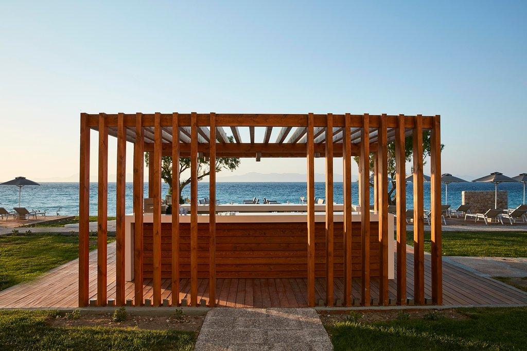 Waves beach bar