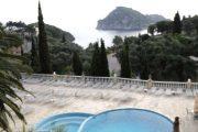 Vedere spre piscină
