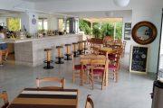 Hotel bar și mic dejun