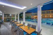 Restaurant lângă piscină